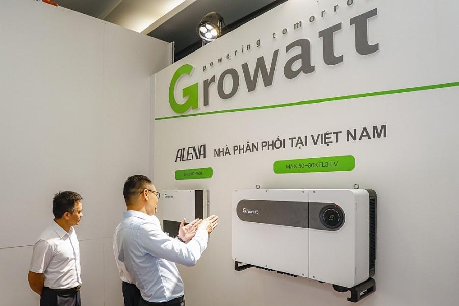 Ông Phạm Hùng - Giám đốc marketing giới thiệu sản phẩm của Growatt tại hội thảo ngày 9/7/2020 tại TP. Hồ Chí Minh