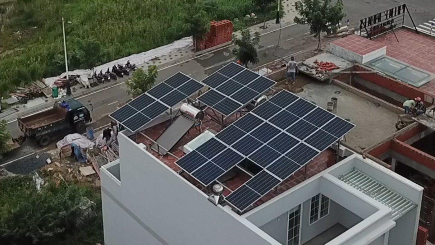 Ngày càng nhiều hộ gia đình sử dụng điện năng lượng mặt trời áp mái
