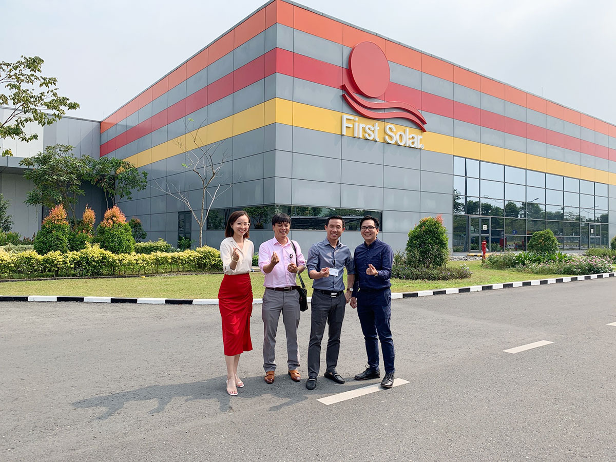 Alena là công ty đầu tiên tham quan nhà máy First Solar trong năm 2021